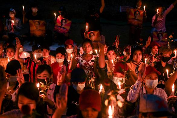 4 người biểu tình chết, quân đội Myanmar dọa còn thêm nhiều người chết nữa - Ảnh 1.