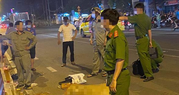2 thanh niên giật túi xách rồi tông xe trên đường tháo chạy, 1 người chết - Ảnh 1.
