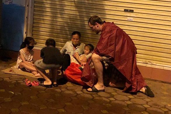 Chàng Tây xây cộng đồng thiện nguyện ở Hà Nội - Ảnh 1.