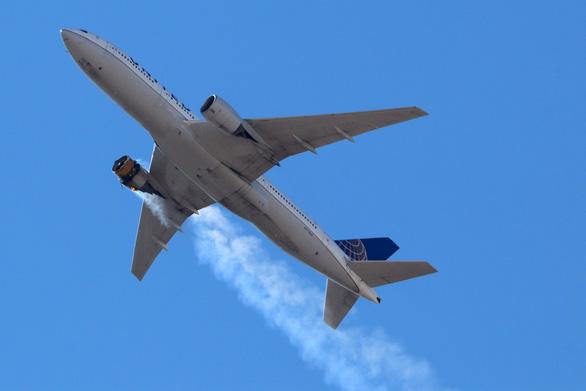 Boeing ngừng bay toàn bộ dòng 777 sau sự cố cháy động cơ - Ảnh 1.