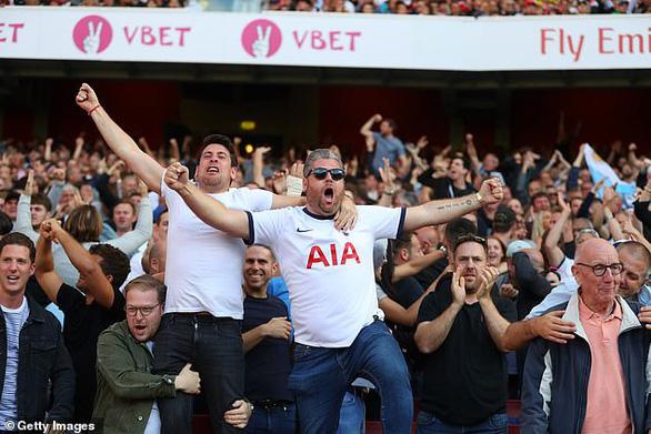 Điểm tin thể thao sáng 23-2: CĐV Anh được trở lại sân từ ngày 17-5 - Ảnh 1.