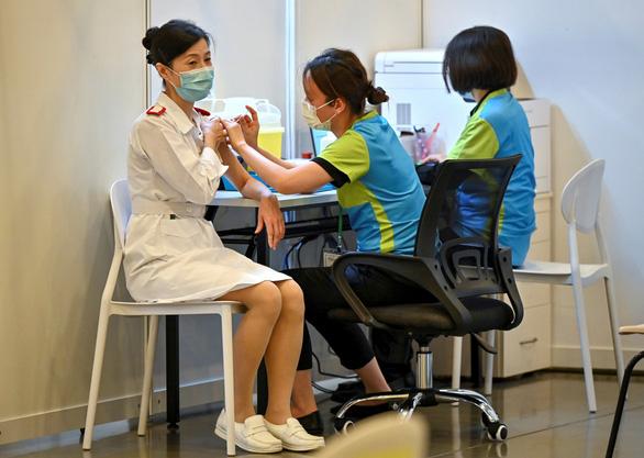 Philippines muốn đổi y tá lấy vắc xin - Ảnh 1.