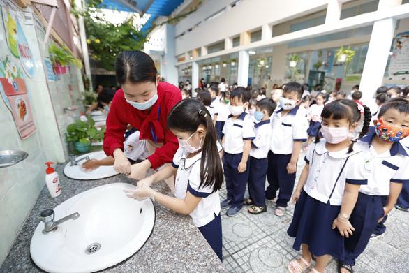 Sở GD-ĐT TP.HCM đề xuất cho học sinh trở lại trường từ 1-3 - Ảnh 1.