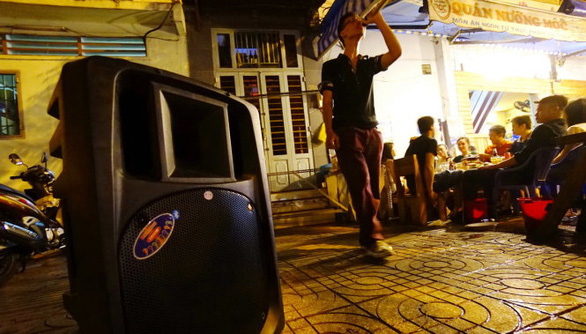 Gọi điện báo 'karaoke khủng bố', trả lời: 'Ngày nghỉ cho người ta vui chút' - Ảnh 1.