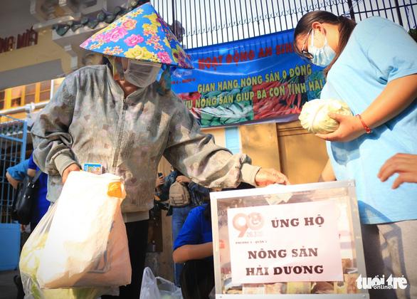 Người trẻ Sài Gòn thuê xe ra tận Hải Dương mua bắp cải về bán giá... 0 đồng - Ảnh 2.