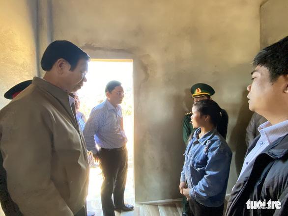 Chủ tịch Quảng Nam ăn trưa cùng người dân vùng sạt lở ngày đầu xuân - Ảnh 5.