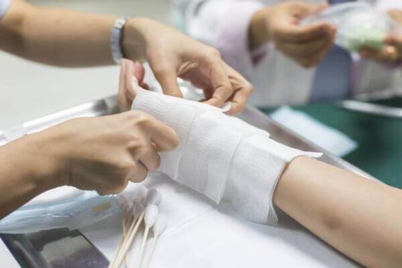 Xử lý phù nề, vết bầm do chấn thương phần mềm khi va chạm giao thông - Ảnh 1.