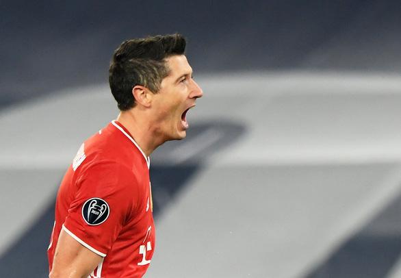 Đại thắng Lazio, Bayern Munich đặt một chân vào tứ kết Champions League - Ảnh 1.