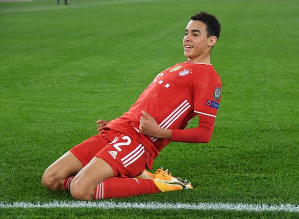 Đại thắng Lazio, Bayern Munich đặt một chân vào tứ kết Champions League - Ảnh 2.