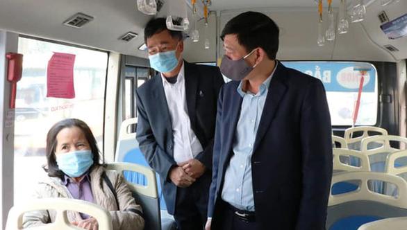 Bắc Ninh nới lỏng giãn cách, các dịch vụ kinh doanh mở cửa trở lại - Ảnh 1.