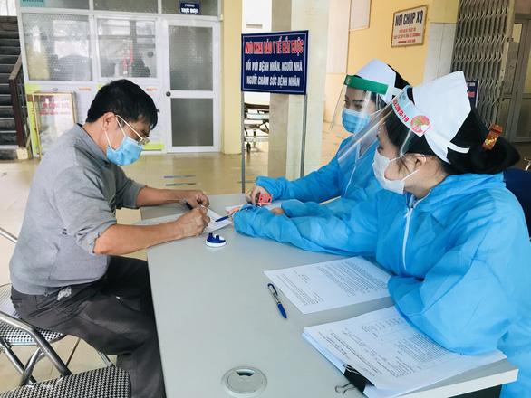 Người tử vong khi đang điều trị cách ly âm tính lần 2 với corona - Ảnh 1.