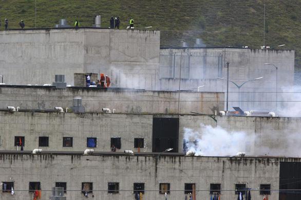 Bạo loạn đồng loạt tại các nhà tù Ecuador, nhiều tù nhân bị chặt đầu - Ảnh 1.