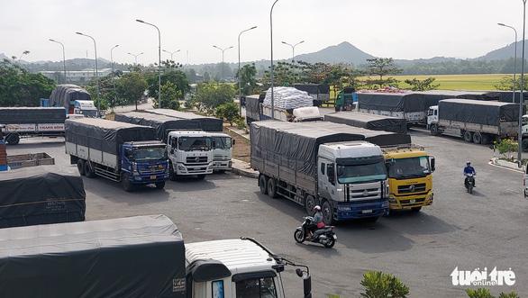 Hàng hóa qua lại Việt Nam - Campuchia vẫn thông suốt giữa dịch - Ảnh 1.