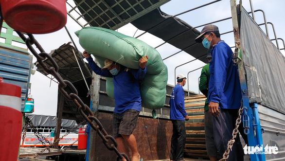 Hàng hóa qua lại Việt Nam - Campuchia vẫn thông suốt giữa dịch - Ảnh 7.