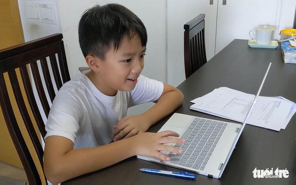 Học online ít hiệu quả? Con tôi lại thấy thích - Ảnh 1.