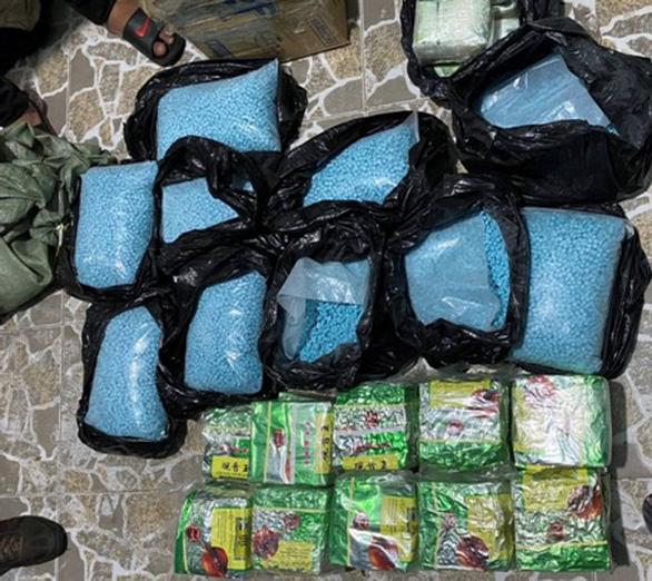7 nghi phạm đưa ma túy từ Campuchia về TP.HCM còn rất trẻ - Ảnh 1.