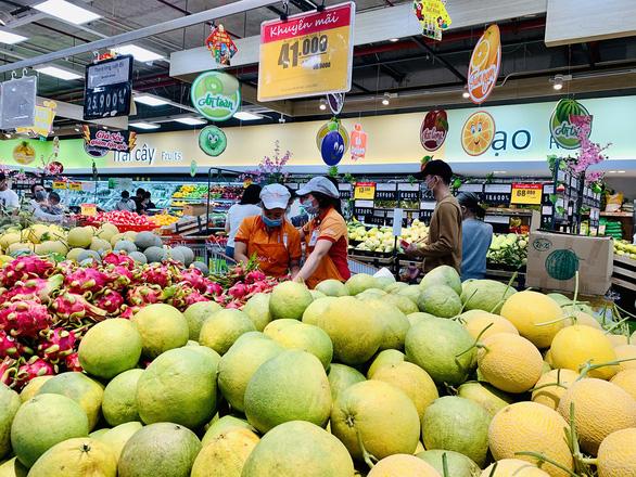 Đi siêu thị như du lịch đầu năm - Ảnh 2.