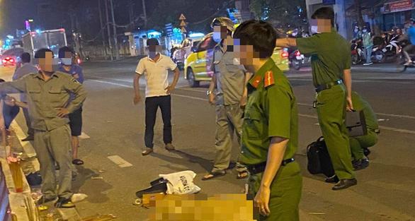 Nạn nhân bị 2 thanh niên giật túi xách tông xe đã tử vong - Ảnh 1.
