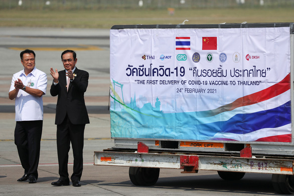 Thái Lan xem xét bỏ cách ly với người đã tiêm vắc xin COVID-19 - Ảnh 1.