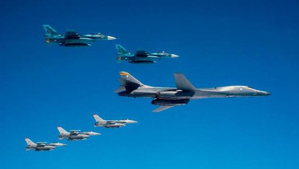 Nhật đã thực hiện 25 sứ mệnh bảo vệ tàu, máy bay Mỹ năm 2020 - Ảnh 1.