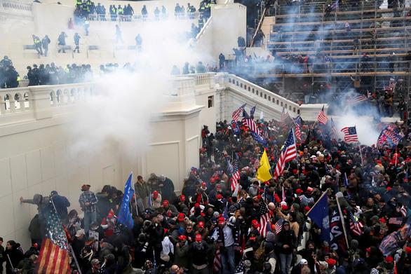 Dù biết trước, Cảnh sát Capitol vẫn bất ngờ bởi hàng ngàn kẻ bạo động hôm 6-1 - Ảnh 1.