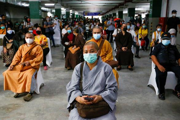 Indonesia thực hiện tiêm chủng COVID-19 cho cộng đồng tôn giáo - Ảnh 2.
