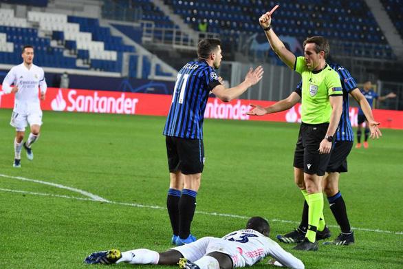 Real thắng vất vả 10 người Atalanta - Ảnh 2.