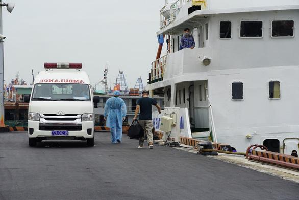 Tàu Ocean Amazing có người mắc COVID-19 rời vùng biển Việt Nam - Ảnh 1.