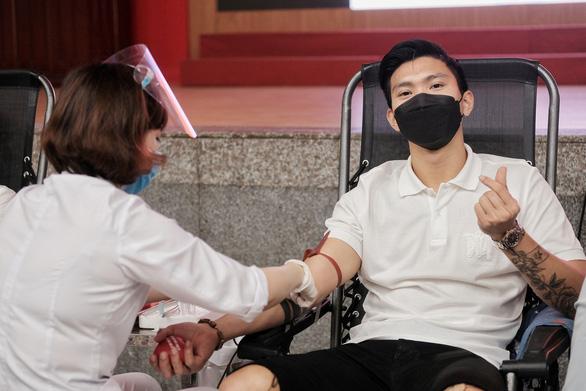 Cầu thủ Đoàn Văn Hậu hiến máu: Mỗi người đều có thể làm điều gì đó cho người khác - Ảnh 5.