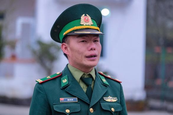 Anh lính người Mông thông thạo nhiều thứ tiếng - Ảnh 1.