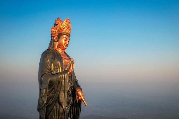 Những điều thú vị về tượng Phật Bà bằng đồng cao nhất châu Á trên đỉnh núi Bà Đen - Ảnh 6.