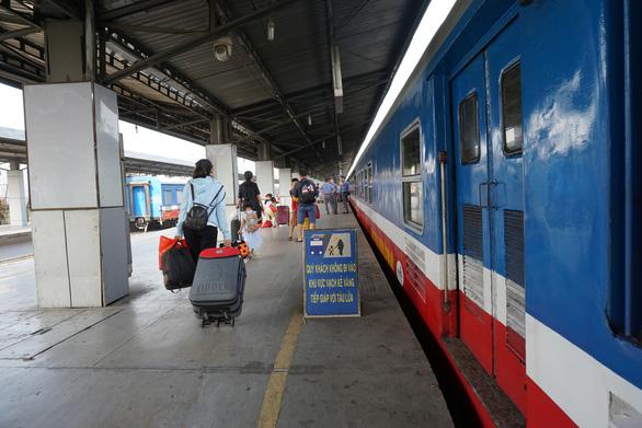Sau tết, đường sắt giảm giá vé tàu đến 50% - Ảnh 1.