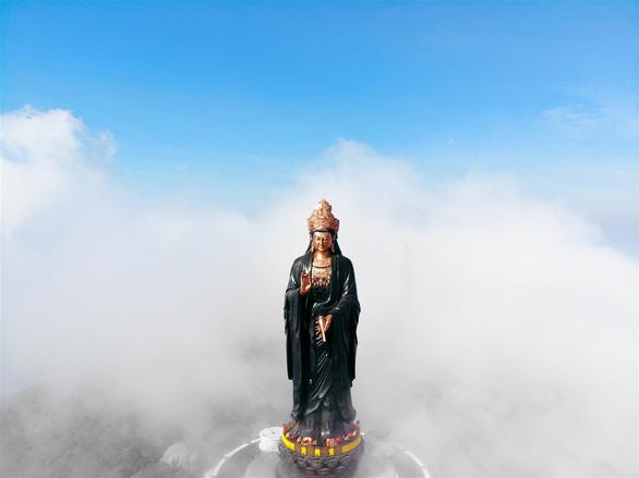 Những điều thú vị về tượng Phật Bà bằng đồng cao nhất châu Á trên đỉnh núi Bà Đen - Ảnh 2.