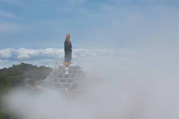 Những điều thú vị về tượng Phật Bà bằng đồng cao nhất châu Á trên đỉnh núi Bà Đen - Ảnh 3.