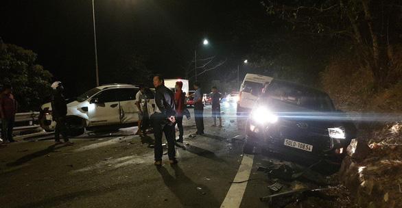 Xe chở bôxit mất lái gây tai nạn liên hoàn trên đèo Bảo Lộc - Ảnh 5.