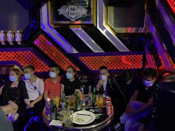 Phát hiện 28 người dương tính với ma túy trong một quán karaoke - Ảnh 1.