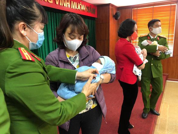 Khởi tố 8 bị can trong đường dây mua bán trẻ em sang Trung Quốc - Ảnh 2.