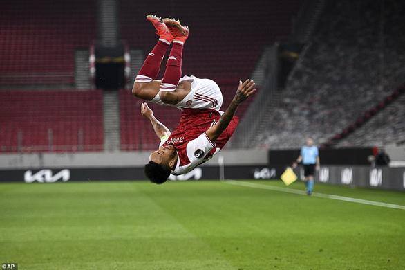Arsenal nghẹt thở giành vé đi tiếp - Ảnh 4.