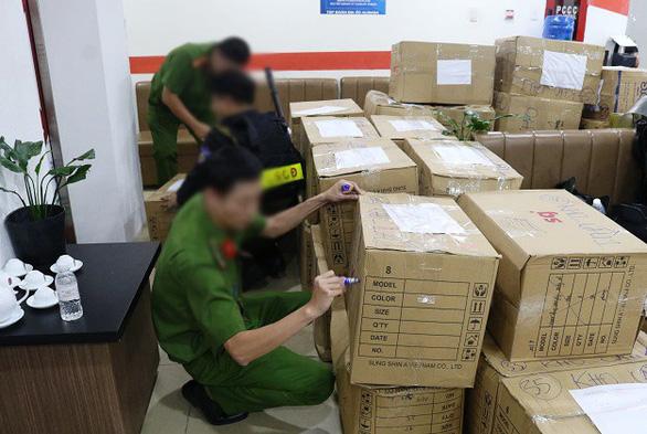 20 thỏi kim loại màu vàng tạm giữ tại Công ty Alibaba không phải là vàng - Ảnh 1.