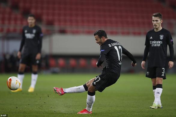 Arsenal nghẹt thở giành vé đi tiếp - Ảnh 3.