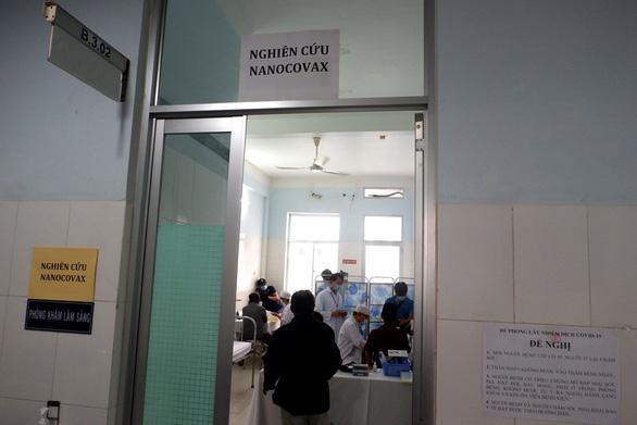 Sáng nay 26-2, bắt đầu tiêm thử nghiệm vắc xin ngừa COVID-19 Nanocovax giai đoạn 2 - Ảnh 10.