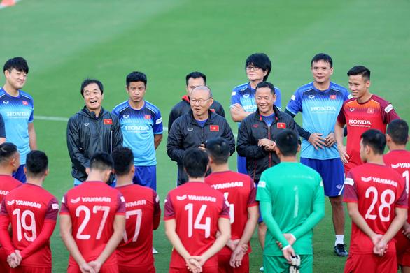 Đội tuyển Việt Nam chuẩn bị vòng loại World Cup 2022: Mong V-League sớm trở lại - Ảnh 1.