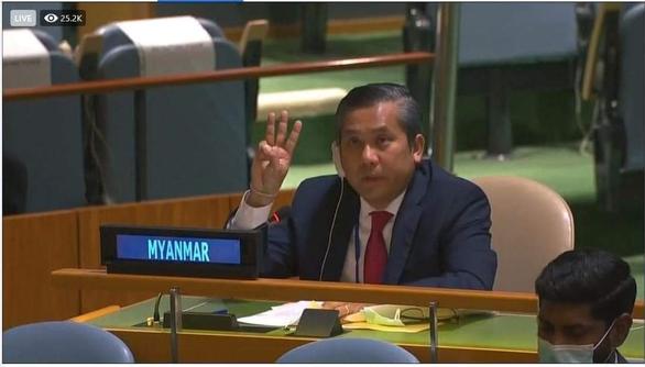 Đại sứ Myanmar rưng rưng cầu cứu Liên Hiệp Quốc giải thoát dân khỏi quân đội - Ảnh 1.