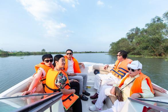 Độc đáo tour thưởng ngoạn không gian sống sinh thái tại Aqua City bằng đường sông - Ảnh 1.