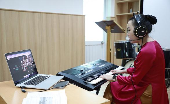 Trường Quốc tế Á Châu phát triển nhiều kỹ năng cho học sinh qua dạy học trực tuyến - Ảnh 1.