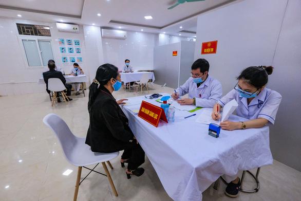Sáng nay 26-2, bắt đầu tiêm thử nghiệm vắc xin ngừa COVID-19 Nanocovax giai đoạn 2 - Ảnh 4.