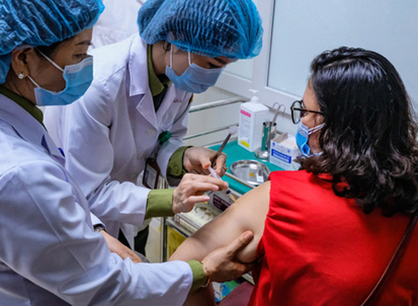 Sáng nay 26-2, bắt đầu tiêm thử nghiệm vắc xin ngừa COVID-19 Nanocovax giai đoạn 2 - Ảnh 1.