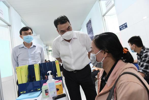 Sáng nay 26-2, bắt đầu tiêm thử nghiệm vắc xin ngừa COVID-19 Nanocovax giai đoạn 2 - Ảnh 9.