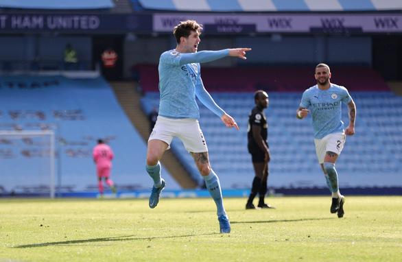 Thắng trận thứ 20 liên tiếp, Man City bỏ xa Man Utd 13 điểm - Ảnh 3.