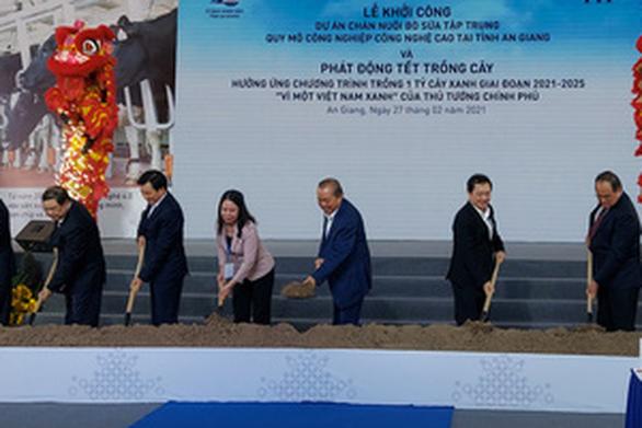 Phó thủ tướng Trương Hòa Bình dự lễ khởi công dự án chăn nuôi 10.000 con bò sữa công nghệ cao - Ảnh 2.